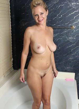 Moms Bathroom Porn Pictures